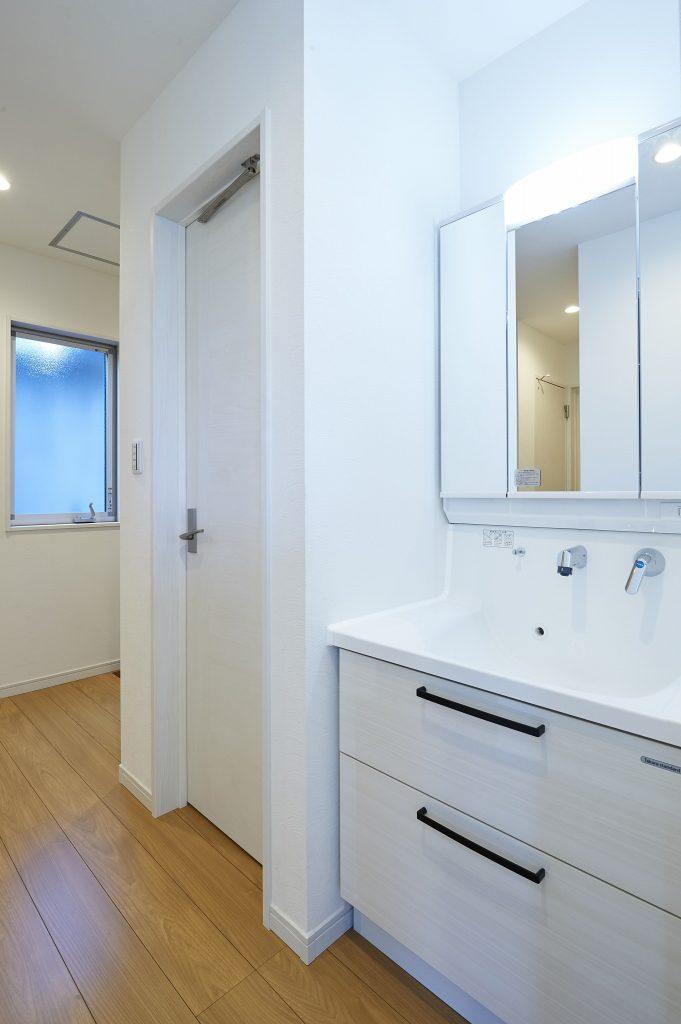 IH 025 681x1024 - 手洗いが習慣になっている今、「セカンド洗面」のある暮らしとは?