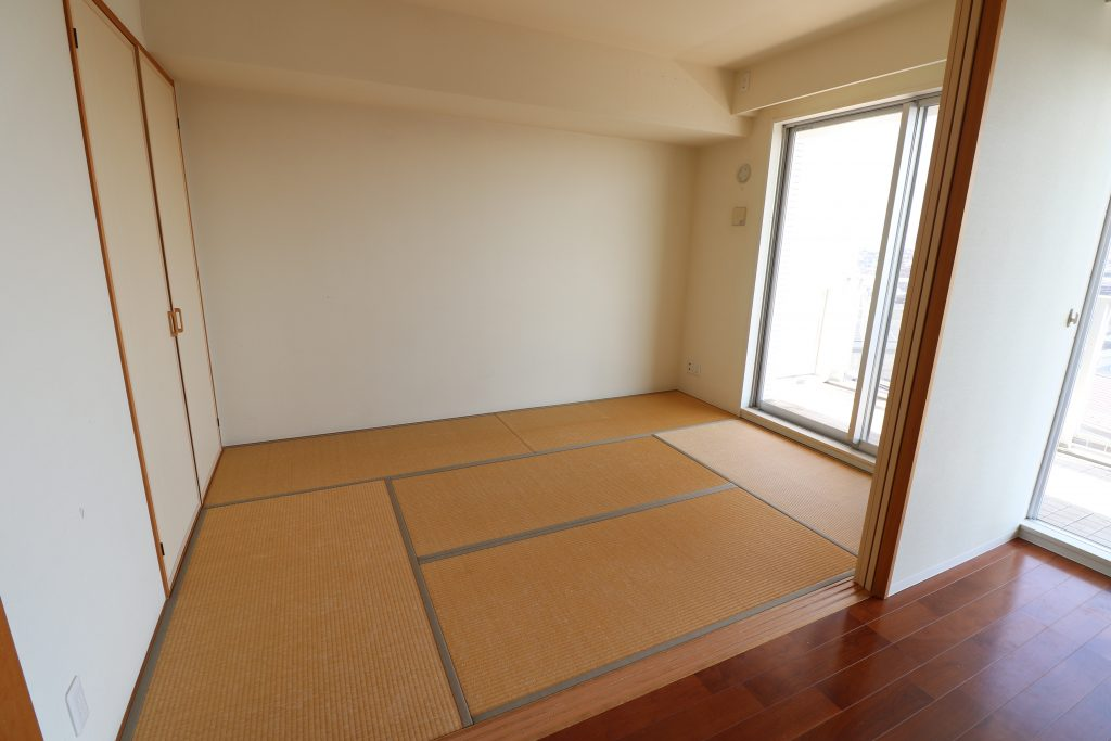 8186aacc7d052344ac577f8b9d0a25e2 1024x683 - 横浜市内マンション 内装リフォーム工事中