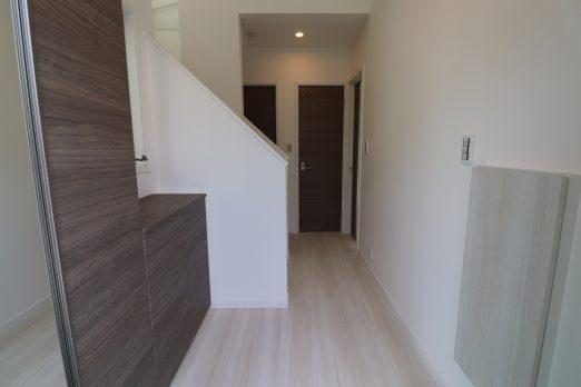 76aa22d8d60f9b052b268624cbbf09d5 522x348 - 斜面地に建つ屋上が自慢の家