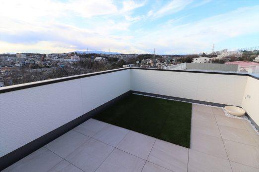 景色と繋がる高台の家